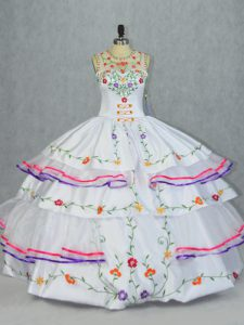 Captivating Floor Length Ball Gowns Sleeveless White Quinceanera Gowns Lace Up