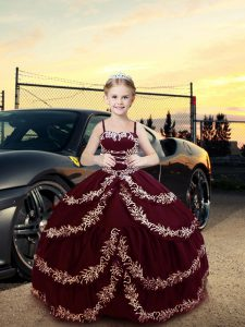 Sleeveless Floor Length Embroidery Lace Up Girls Pageant Dresses with Burgundy