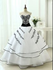 Sweetheart Sleeveless Organza Quinceanera Gowns Beading and Appliques Lace Up