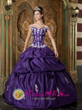 2013 Jutiapa GuatemalaSweet Off Shoulder Taffeta Quinceanera Dress For Sweet 16 Quinceanera With Appliques Decorate in Summer Style QDZY135FOR
