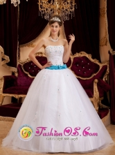 Sashes and Appliques Decorate Bodice For Strapless white Tulle Quinceanera Dress In Lomas de Zamora  Argentina Style QDZY146FOR